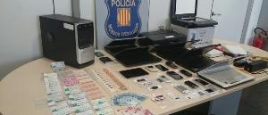 Els Mossos d'Esquadra desarticulen a Esplugues un grup de falsificadors de targetes de transport