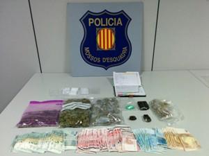 Detingut a Sant Boi per tràfic de drogues i per utilitzar un menor en la seva venta