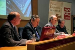 Joan Rosell presenta el llibre homenatge de Francesc Cabana a les empreses de la comarca