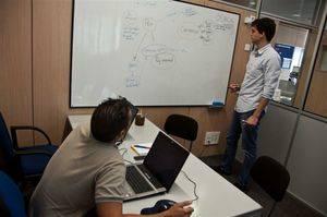 El programa municipal Ocupa'm (6+6) de Cornellà dóna feina a 18 ciutadans