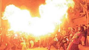 Els 'Malabars de Foc' cremen Sant Boi per la pobresa