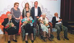 Homenaje a quince vecinos centenarios