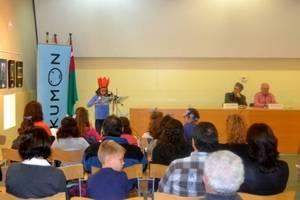Deu alumnes del Kumon Viladecans llegeixen 'Platero y Yo' al centenari de la seva publicació