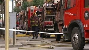 Un incendio en un edificio de doce plantas de L'Hospitalet provoca cuatro heridos