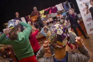 La iniciativa 'Posa't la Gorra' de Molins de Rei repeteix èxit amb més de 17.000 euros contra el càncer infantil