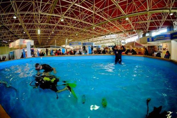 Uns 14.000 visitants passen pel Mediterranean Diving de Cornellà