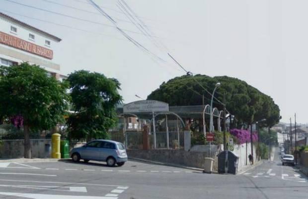 Viladecans es planta contra l'antena de telefonia a Alba-rosa
