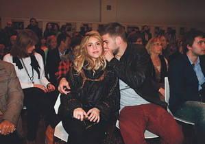 Shakira se debate en Esplugues entre la mujer y la estrella