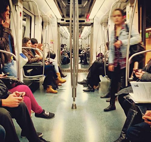 El transporte público, encarecido en un 23% en los últimos tres años, se ha convertido en un lujo para muchas familias de la comarca