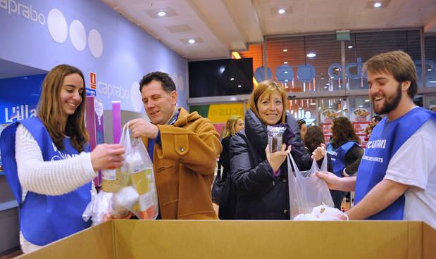 Los establecimientos Caprabo también han participado este año en el Gran Recapte d'Aliments celebrado este fin de semana (Foto: Carmen Vila)