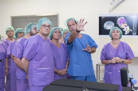Visita institucional para inaugurar los quirófanos, con Torra, Vergés y Marín.