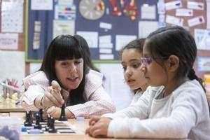 Una imagen de las actividades que forman parte del programa 'Escacs a l'escola', que se implementa desde hace unos años en la escuela Jaume Balmes de El Prat