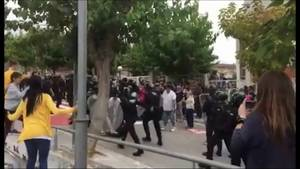 Momento de la agresión capturada del vídeo publicado por el ministro de Interior, Juan Ignacio Zoido