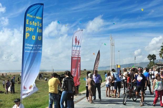 Castelldefels organitza la tercera edició dels 'Estels per la Pau'