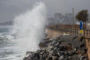 AMB pide el compromiso del Estado y de la Generalitat para blindar las playas metropolitanas