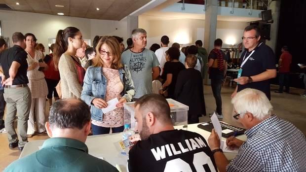 Una participación histórica tiñe de naranja el Baix Llobregat