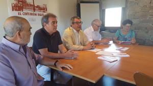 Cesc Castellana, en el centro, presenta el proyecto, que estará listo después del verano