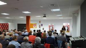 Parlón (PSC) se ubica a la izquierda de Podemos en su último acto de campaña en el Baix