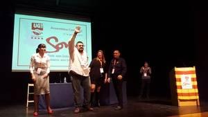 Carlos De Pablo saluda a l'assemblea després de ser ratificat com a secretari comarcal