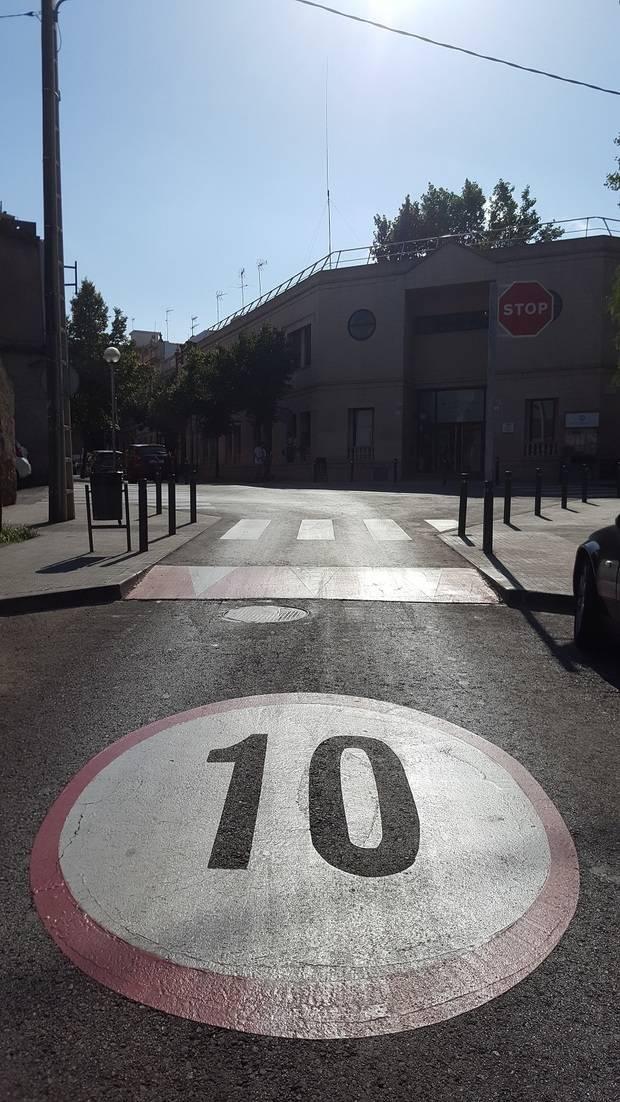 Sant Boi matiza que no estudia aplicar ninguna nueva prohibición de circulación en el centro de la ciudad ni sanción