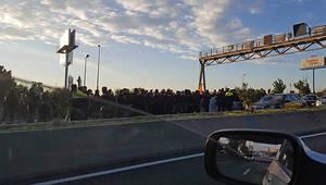 Concentraciones en las principales carreteras metropolitanas complican la movilidad vial con motivo de la huelga convocada