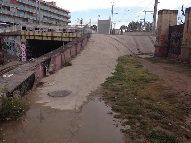 Acuerdo entre AMB, Sant Feliu y Sant Joan Despí para mejorar el paso sobre vías de Riera de Pahissa