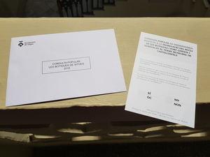 Las papeletas que los vecinos de Les Botigues iban a utilizar en la Consulta Popular.