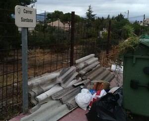 La policía investiga un vertido de amianto en Sant Esteve Sesrovires