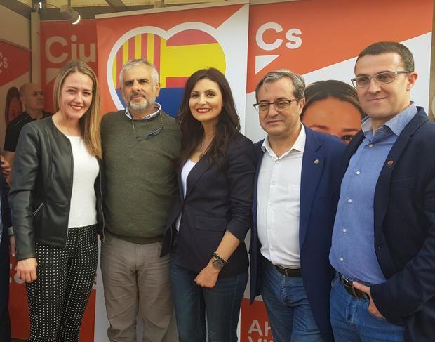 Carlos Carrizosa -segundo izquierda- junto a Lorena Roldán -en el centro-, Martín Barra -segundo derecha-, Carolina Torres -izquierda- y José Luís de la Rosa -derecha-.