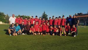 Jugadores y jugadoras de la UE La Palma junto a exjugadores y el responsable del club.