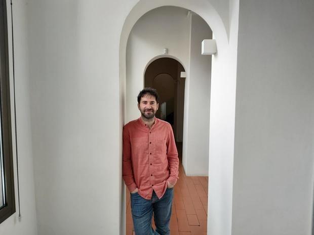 Morales en la sede de 5W, en Barcelona, donde recibió a El Llobregat.