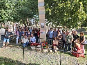 El acto de homenaje ha contado con la presencia de medio centenar de personas.