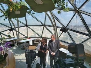 Marín y Torra ha atentido a la prensa tras echar un vistazo a la ciudad desde su punto más alto, el Hesperia Tower.