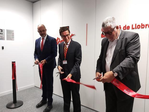 Buch, Anguita y Balmón han sido los encargados de cortar la cinta inaugural del centro.