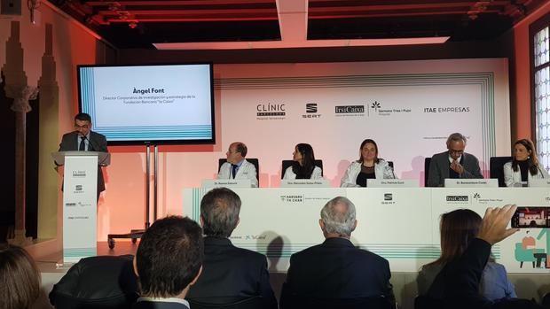 Representantes de SEAT, IrsiCaixa, Hospital Clínic, ITAE Empresas y la Universidad de Harvard durante la presentanción del estudio MedCARS en el Palau Macaya de Barcelona