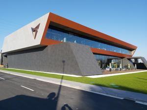 CUPRA abre su 'paddock' en el Baix Llobregat