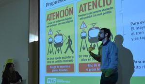 Presentación de la campaña para mejorar la seguridad de los pasos a nivel en Sant Feliu.