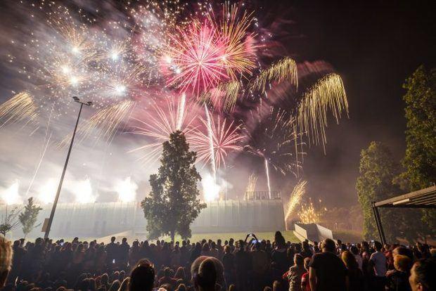 Los fuegos artificiales iluminarán la ciudad y el Delta este lunes por la noche.