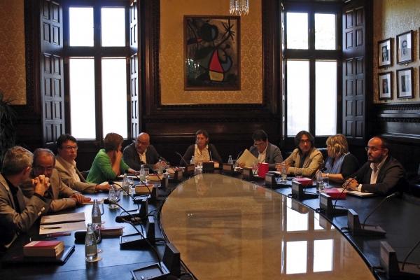 El Parlament inicia el procedimiento para destituir a De Alfonso