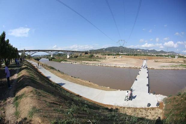 Una pasarela sobre el Llobregat conecta Molins y Sant Feliu con Sant Vicenç