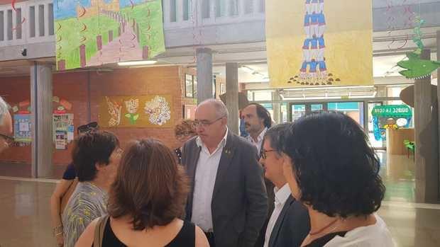 Bargalló en su visita a la Jaume Balmes, en San Cosme.