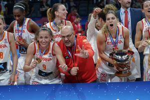 Lucas Mondelo engrandece su leyenda como seleccionador de baloncesto femenino