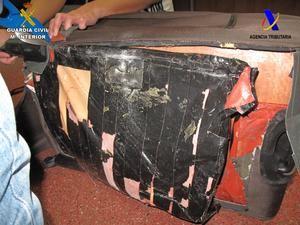 Los más de 5 kg de heroína hallada en un doble fondo de la maleta del detenido.
