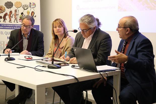 Sentados en la mesa del ciclo de infraestructuras, de izquierda a derecha: Pere Macías, presidente del Cercle d'Infraestructures; Lluïsa Moret, alcaldesa de Sant Boi; Enric Ticó, Presidente de Cimalsa, y Juan Carlos Valero, periodista y director de Bcn Content Factory.