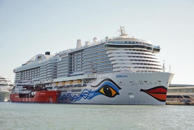 El puerto recibe el primer crucero de Gas Natural Licuado del mundo