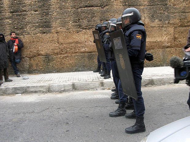 Polémica por la presencia de agentes antidisturbios de la Policía Nacional en un hotel de Castelldefels