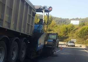 Las obras de mejora de la N-340 en Vallirana colapsan los accesos al puerto del Ordal