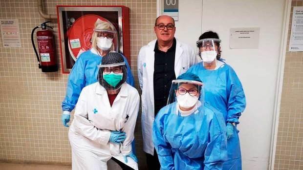 Una empresa de Castelldefels entrega a sanitarios más de 4.000 viseras impresas en 3D