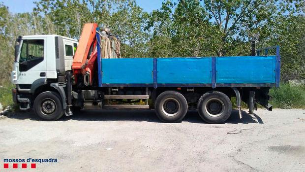 El camión hurtado por el hombre y la mujer, vecinos de Esparreguera, en Viladecans.