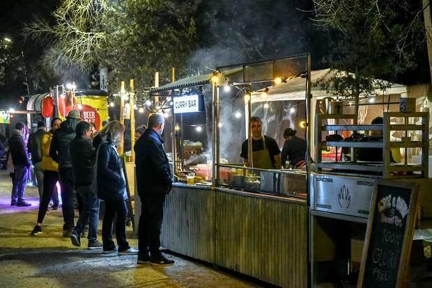 L'Hospitalet concedeix llicències especials als bars i restaurants perquè puguin vendre menjar a domicili